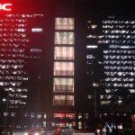 灯光透明的H3C大楼