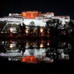 夜色里的布达拉宫